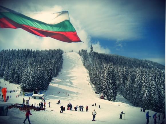 Mасово ски спускане с трибагреници и народни носии на 3 март в Пампорово