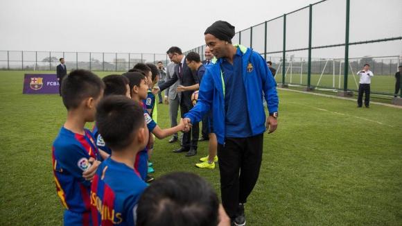 Барселона отваря футболна школа в Китай
