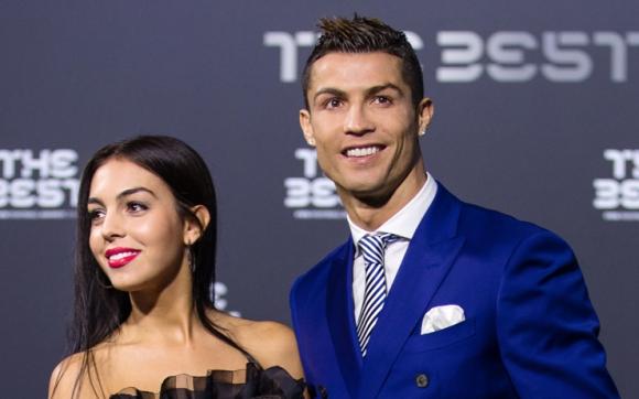 Роналдо ревнува, неговата се кипри с друг