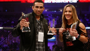 Фабрицио Ведум връчи шампионския си UFC пояс на Крис Сайборг
