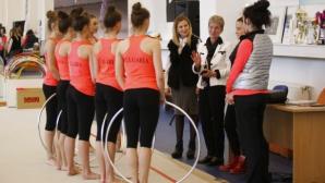 """Проф. Дашева посети националните отбори по художествена гимнастика в зала """"Раковски"""""""