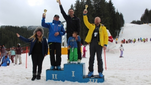 Дипломати мериха сили в състезание по ски в Банско