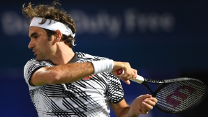 Федерер се завърна на корта с убедителна победа