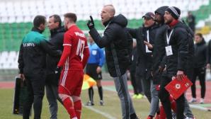 Треньорите на ЦСКА-София нахлуха на терена и нападнаха съдията, Бодуров го спасява