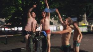 Без коментар: Голите фенове на Малмьо празнуват влизането в групите на ШЛ