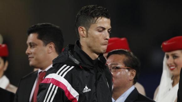 Роналдо игнорира Платини при награждаването на Реал