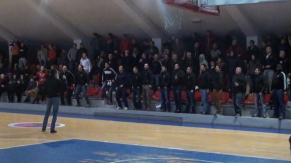 """Сектор """"Г"""" и баскетболният ЦСКА подкрепиха привърженик с благотворителен мач"""