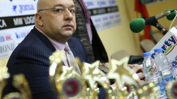 Кралев: Има сериозни проблеми със спортните бази в България