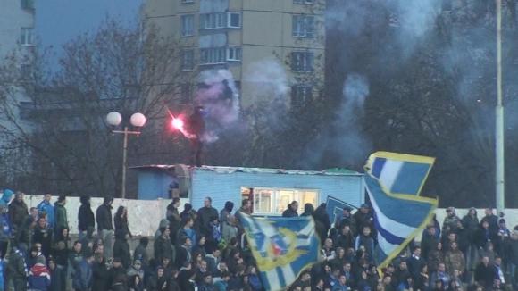 Синьо пого и факла в сектора на Левски на мача с Хасково