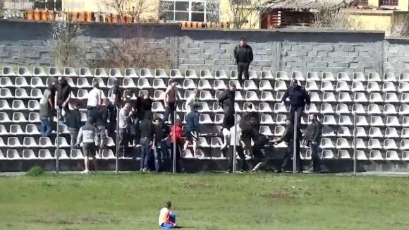 Ексцесии на стадиона във Велинград на Ботев - Левски (набор 2001)