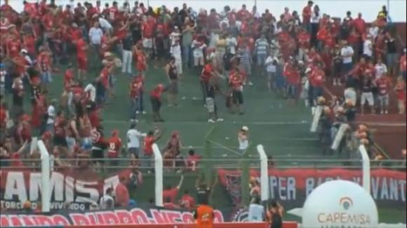 Меле и екшън на трибуните на мач в Бразилия