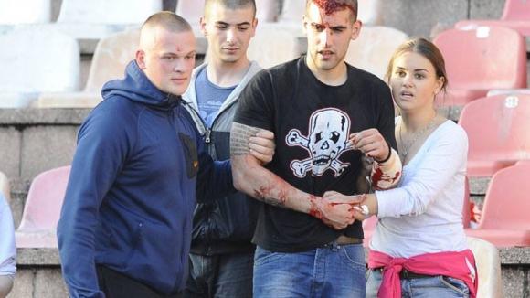 Мелето и екшъна по трибуните в Белград заснето от феновете на Звезда