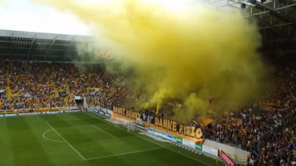 Жълта мъгла над стадиона в Дрезден на Динамо срещу Ханза