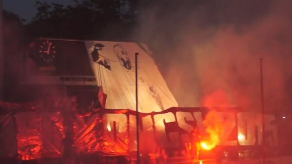 Ултрасите на Дебрецен почетоха паметта на техен приятел починал в катастрофа