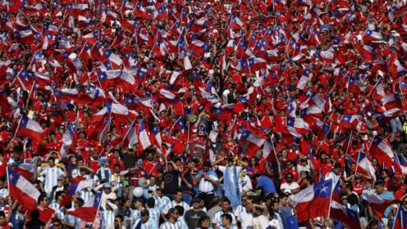 Чили празнува титлата заедно с феновете
