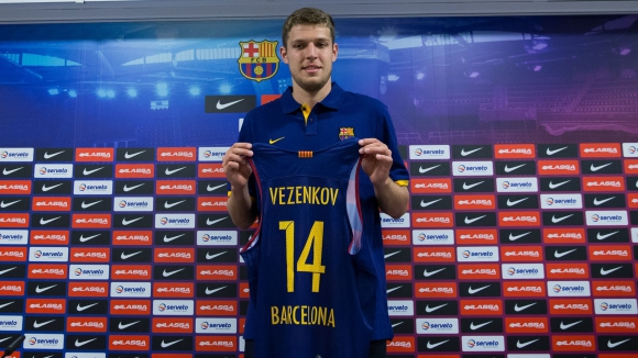 Барселона представи Александър Везенков