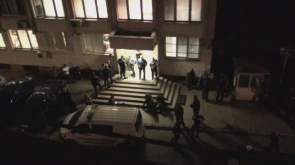 """""""Черно-бяла"""" окупация на Районното полицейско управление в Монтана"""