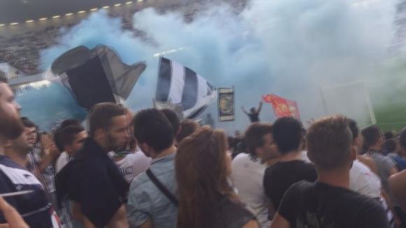 Синьо-бели димки на ултрасите на Бордо срещу Нант