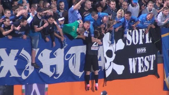 Ради Цонев полетя към феновете след победата на Левски срещу Литекс