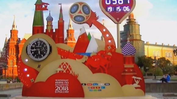 Часовник отмерващ времето до старта на СП по футбол бе монтиран на Манежния площад