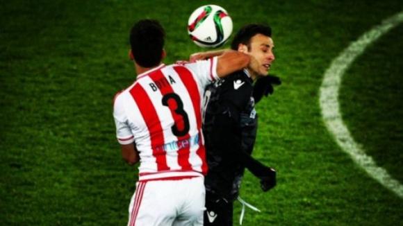 Бербо получи лакът в главата срещу Олимпиакос
