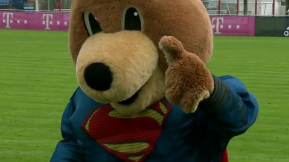Байерн се срещна със СуперМечо