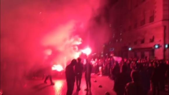 Феновете на Марсилия вилнеят из улиците