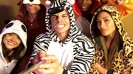 Никол Шерцингер се развихри на животинско парти