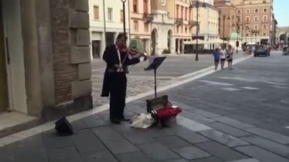 Уникално изпълнение на химна на Шампионската лига