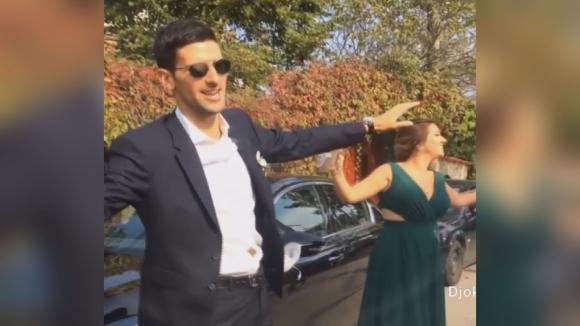 Джокович пее и танцува на сръбска сватба
