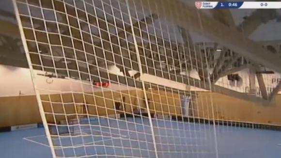 Покривът на зала в Чехия се срути по време на мач по флоорбол