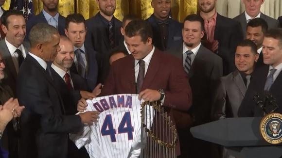 Обама с последен жест към спорта
