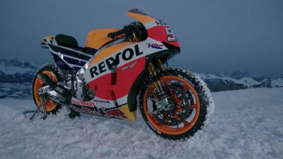 Марк Маркес се спусна с мотор по ски писта