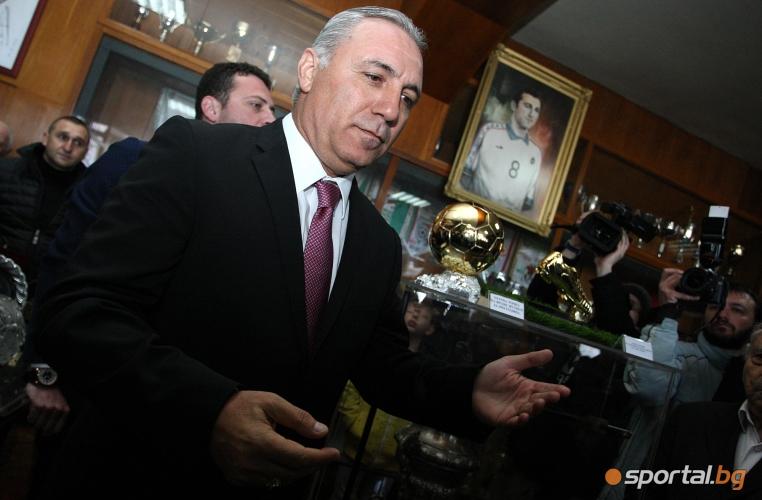 Христо Стоичков дари реплики от Златаната топка и Златната обувка в музея на ЦСКА