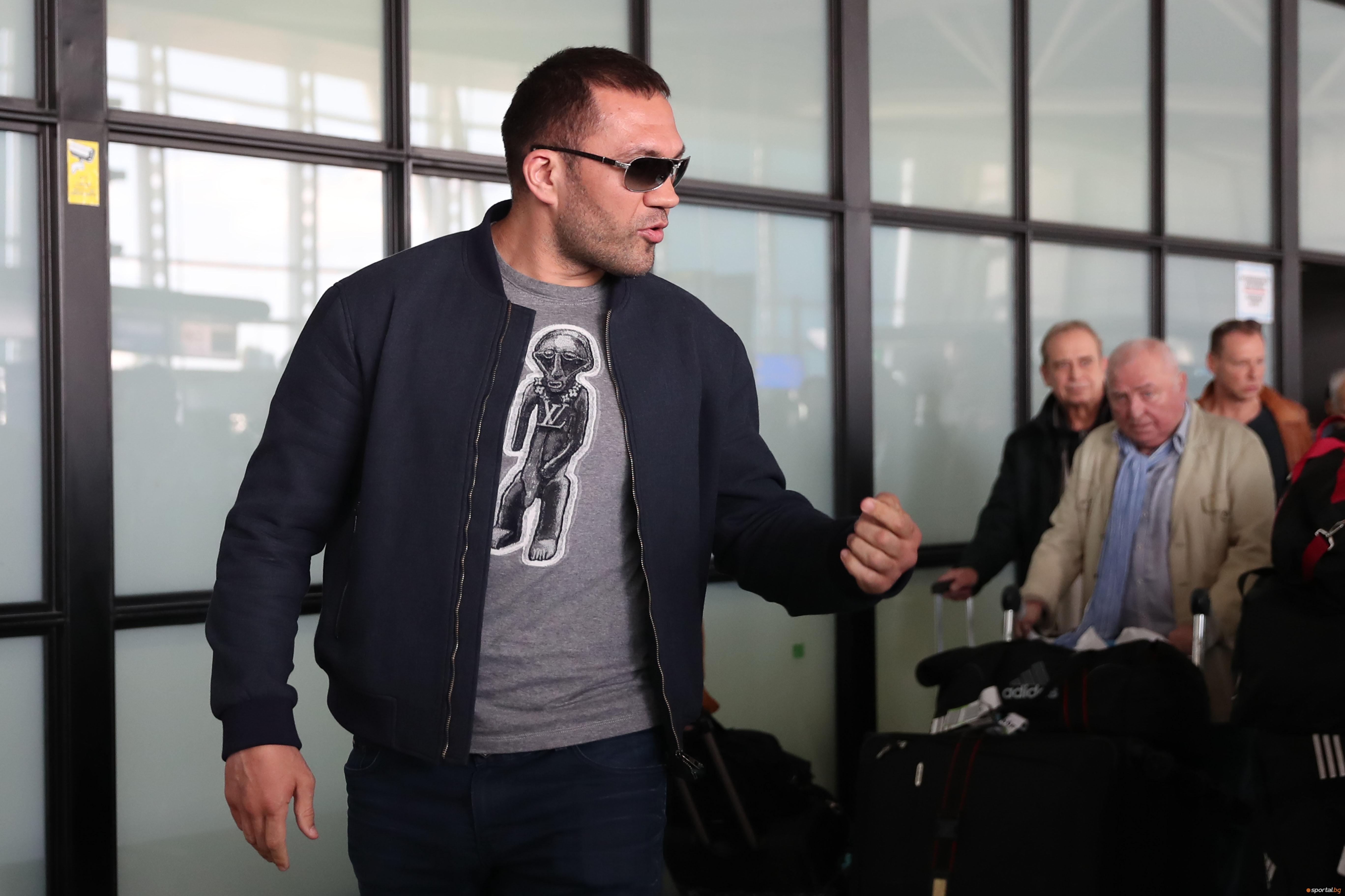 Кубрат Пулев пристигна в София