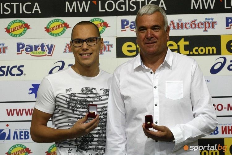 Награждаване на Антъни Иванов и Николай Вакареев за спортист и треньор на месеца