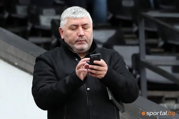 Антон Генов