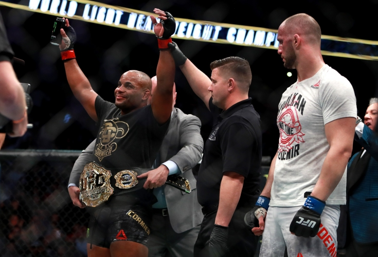Даниъл Кормие унищожи Волкан Йоздемир на UFC 220