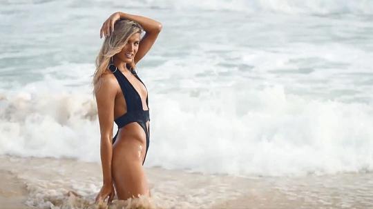 Южени Бушар отново даде всичко от себе си за Sports Illustrated Swimsuit