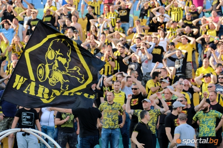 Феновете на Ботев Пд по време на мача с Славия