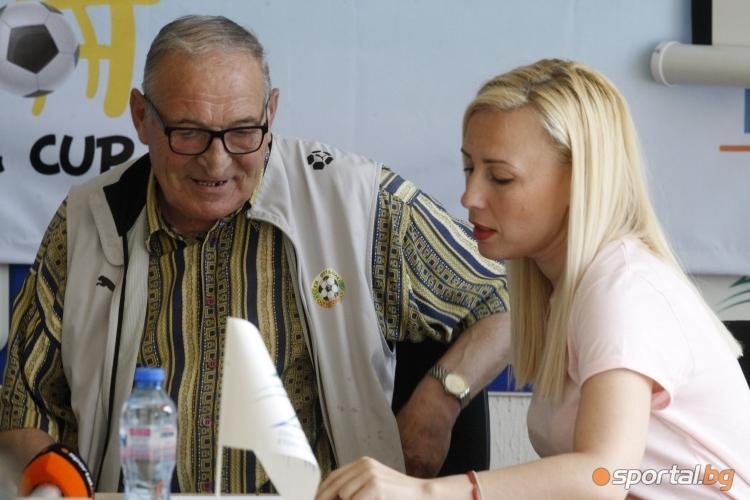 Пресконференция за футболен турнир в Албена с участието на Димитър Пенев