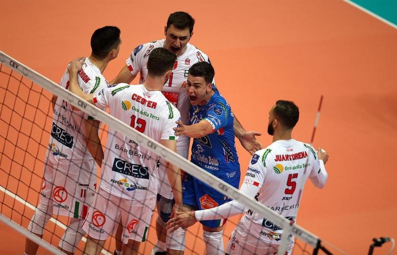 Полуфинал №1 в Шампионската лига: ЗАКСА - Лубе 1:1
