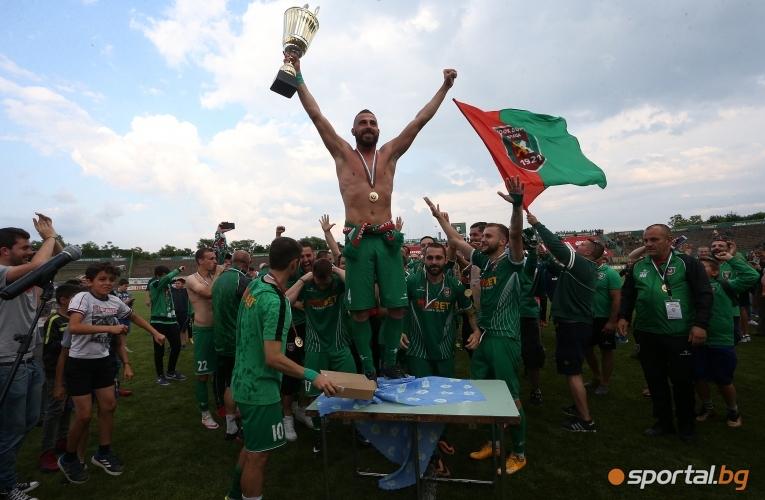 Ботев (Враца) вдигна купата на втора лига