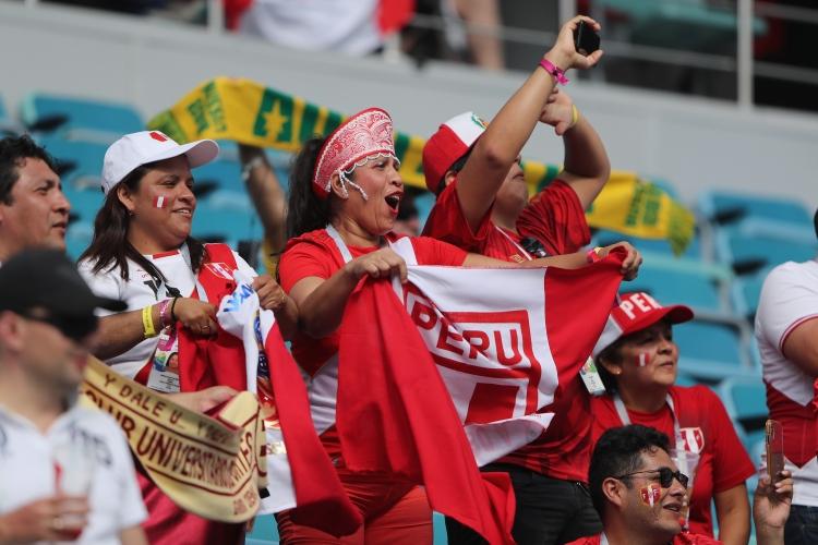 Привържениците на Перу срещу Австралия