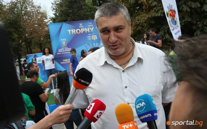 Фенове на волейбола се снимаха със СК в София