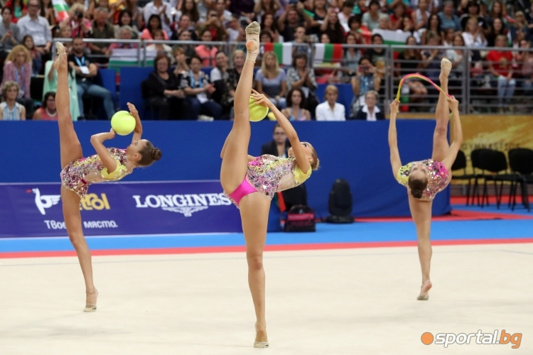 Съчетанието на топка и въже на българският ансамбъл на СП по худ. гимнастика