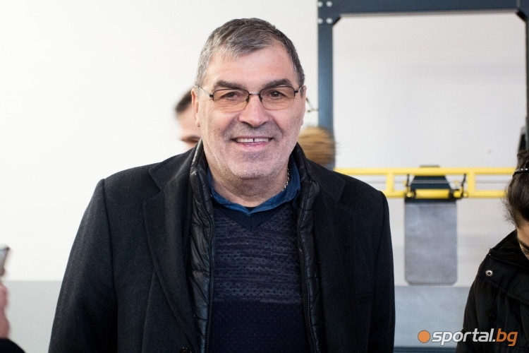 """Министър Кралев откри атлетическата зала на стадион """"Локомотив"""""""
