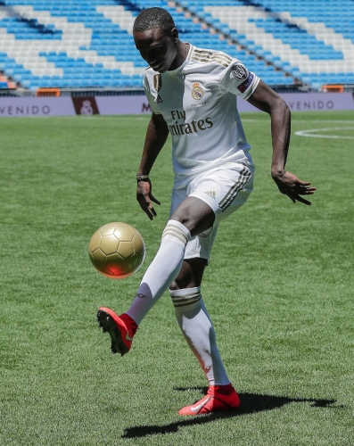 Представянето на Ферлан Менди в Реал Мадрид