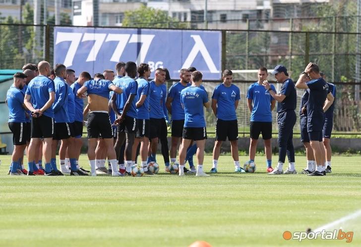 Футболистите на Левски тренират преди мача с Ружомберок