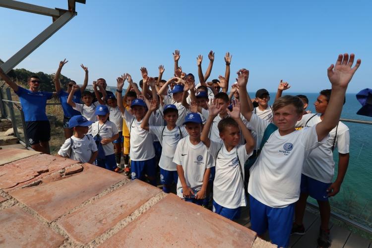 """""""Черно-синята"""" приказка в Бяла приключи, 110 деца се докоснаха до магията на Интер"""